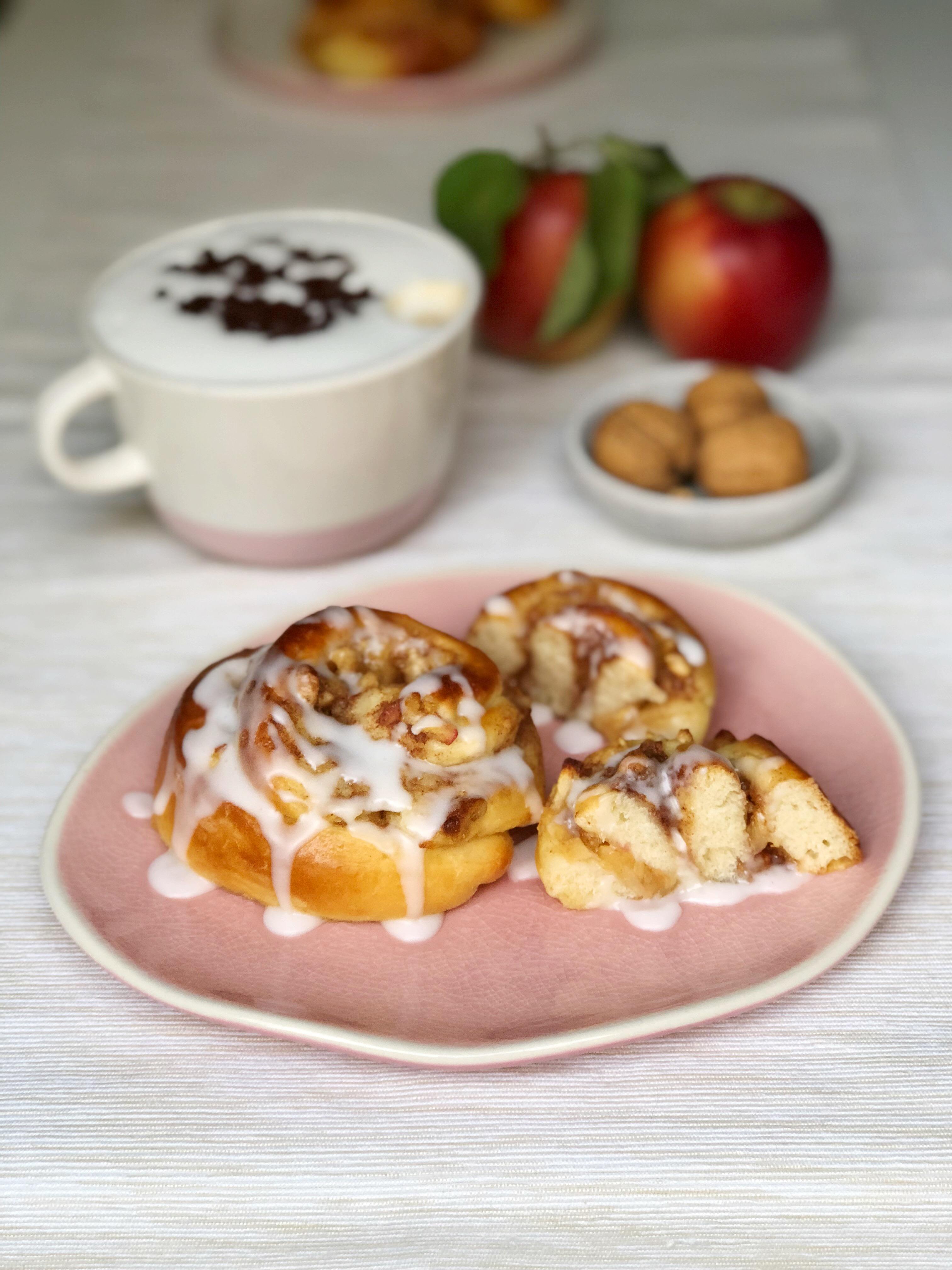 ~ Rezept ~ Apfel Zimt Schnecken mit Walnüssen und Pudding