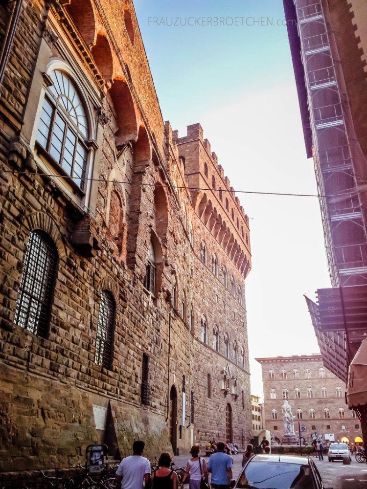 Florenz_palazzo vecchio_frauzuckerbroetchen3.jpg
