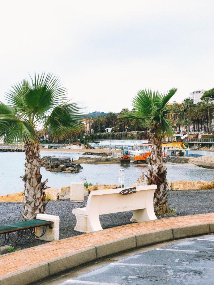 Beachwalk in Sanremo / Italien
