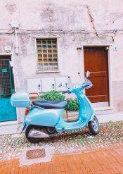 Eine parkende Vespa, immer wieder ein tolles Fotomotiv
