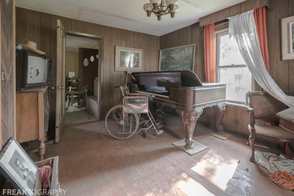 Dining area in the perfectly preserved abandoned time capsule house. Urban Exploring Gallery of a Perfectly Preserved Abandoned Time Capsule House in Ontario, Canada by Freaktography. Canadian Urban Exploration Photographer