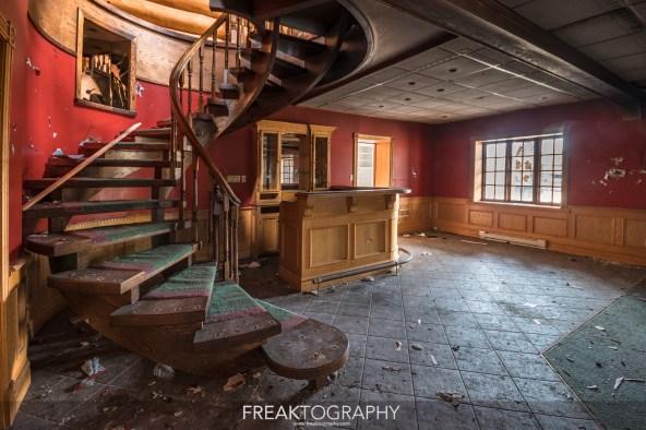 Abandoned Log Cabin Abandoned Mansion Urban Exploring