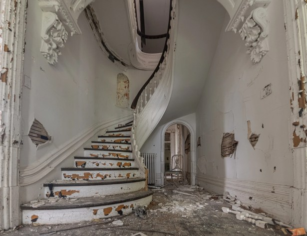 Abandoned 1900's Victorian Mansion in Prescott Ontario