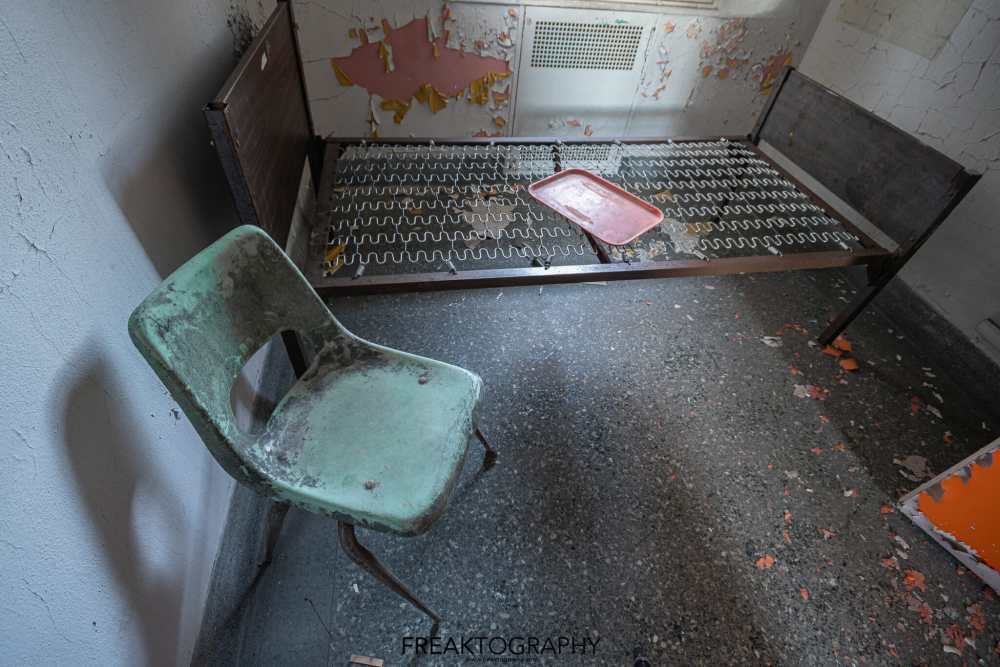Abandoned Rochester Psychiatric hospital patient room