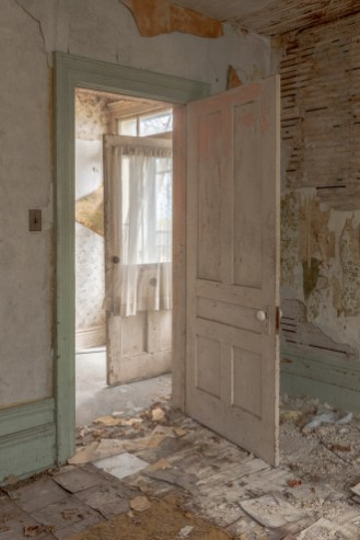 classic abandoned farmhouse photography