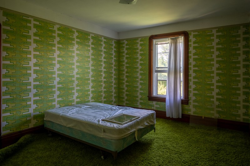 ABANDONED HUGE 1970s CRAZY Wallpaper Farm House & Mansion
