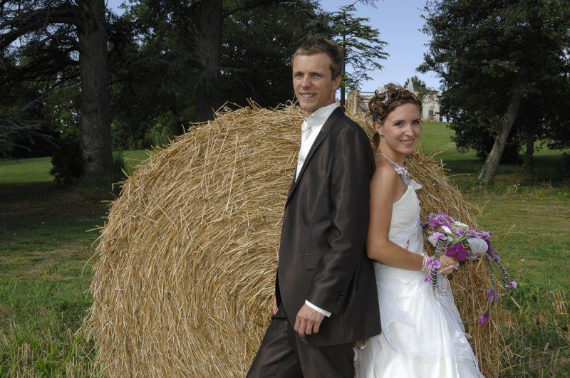 photo des mariés dans le parc du château près de Toulouse