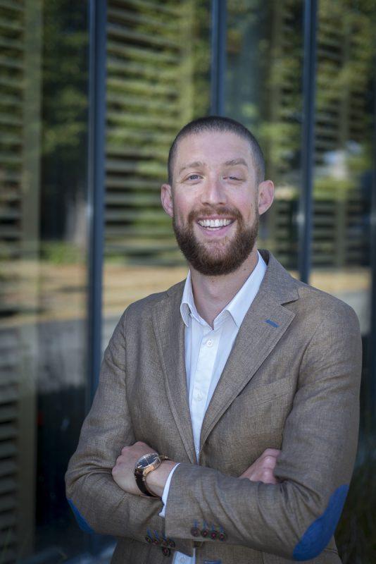 portrait de chef d'entreprise et entrepreneur réseaux sociaux