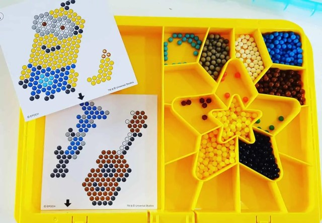 aquabeads minions playset with over 700 colourful beads