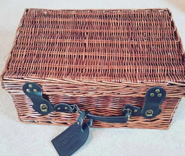 Prestige Hampers Review - Wicker Picnic Basket