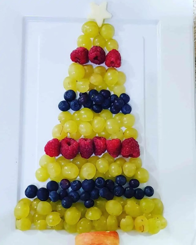 Fruit Christmas Tree Food Platter #fruit #christmastree #christmas #partyfood