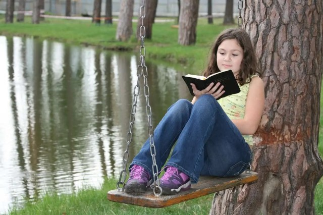 Encouraging reading by extreme reading on a swing. How to develop reading habit in students