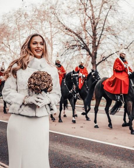 Η Πρέλεβιτς δημοσίευσε για πρώτη φορά φωτογραφίες από τον γάμο της με Ινδό, μέλος της βασιλικής οικογένειας