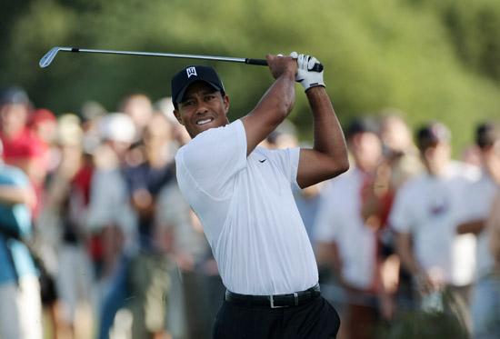 tiger-playing-golf