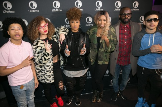 JR - Miss Mulatto - Da Brat - D Woods - B. Cox - Chez
