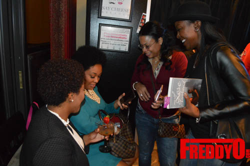 toya-wright-atlanta-how-to-lose-a-husband-book-signing-freddyo-137