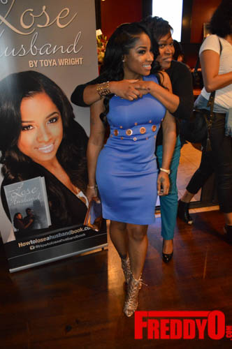 toya-wright-atlanta-how-to-lose-a-husband-book-signing-freddyo-53
