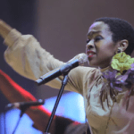 [VIDEO] Lauryn Hill Keeps the Show Flowing While Drunk Fan Gets Booted