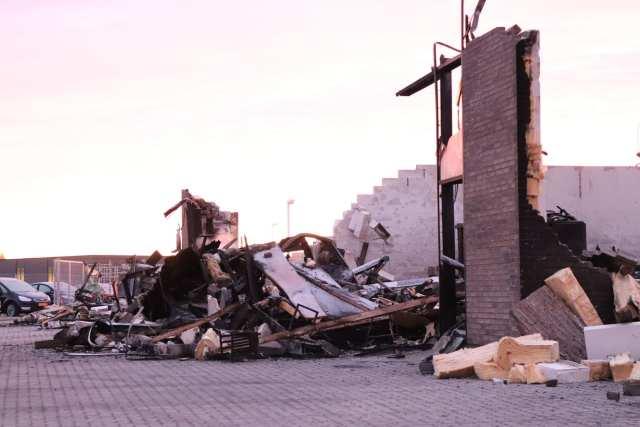 Brand i Snoghøj. Efterslukning. Foto: Andreas Dyhrberg Andreassen, Fredericia AVISEN. 10.januar 2019.