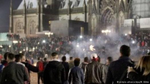 Scène de bande pendant la nuit du jour de l'an à Cologne