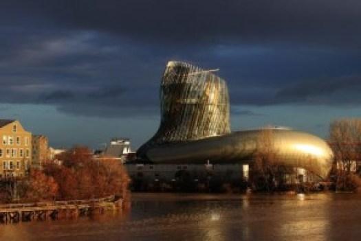 La Cité du Vin en février 2016 s'élève à 55 mètres de hauteur au dessus de la Garonne (DR)