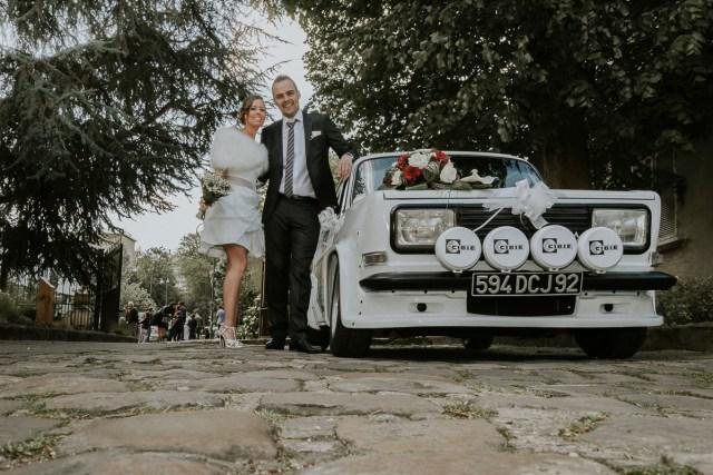 Photo de jeunes mariés voiture de collection mairie de longjumeau