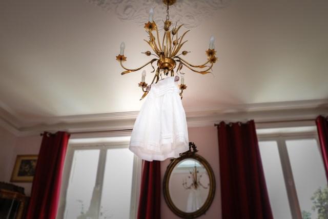 robe suspendue bapteme la ferte sous jouarre enclos montplaisir mariage photographe frederico santos