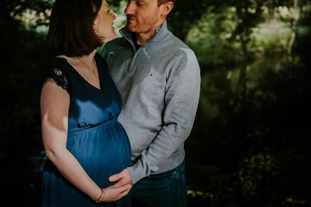 couple grossesse nature ventre