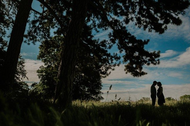 couple grossesse nature contre jour silhouette frederico santos