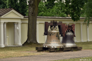 Wilanów - Two beautiful bells hidden by the faithful during the wars