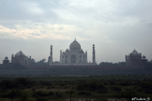 The guest house, the Taj Mahal and the mosque seen on the other side of the river