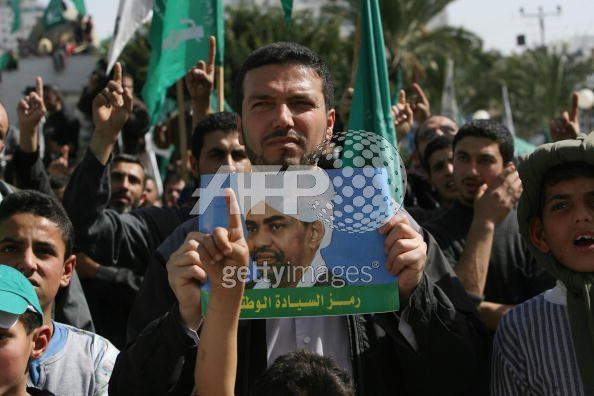 Palestinier demonstrerar för Omar al-Bashir. AFP/Getty 6 mars