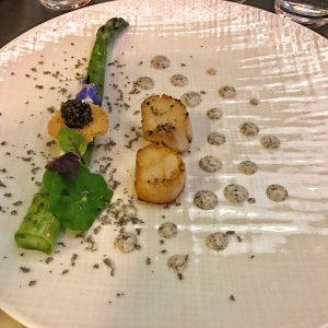 Asperge vertes de Provence, noix de Saint-Jacques, Lait ribot et caviar au Burgundy Lounge