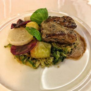pomme de ris de veau parfumé au grand cru Arabica, navets et déclinaison de choux au Burgundy Lounge
