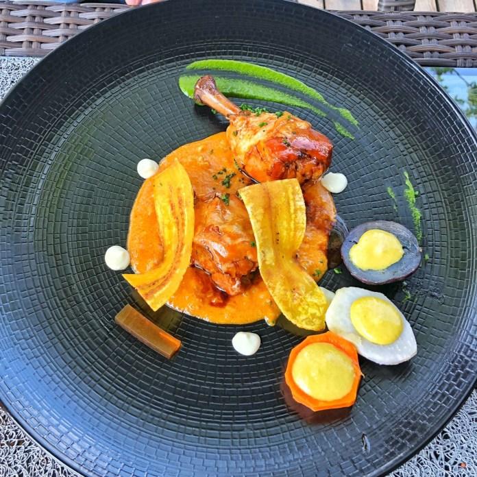 Besame Mucho - Plat Pollo Confitado, Salsa de cacahuete - Poulet confit, sauce cacahuète et patate native du Pérou