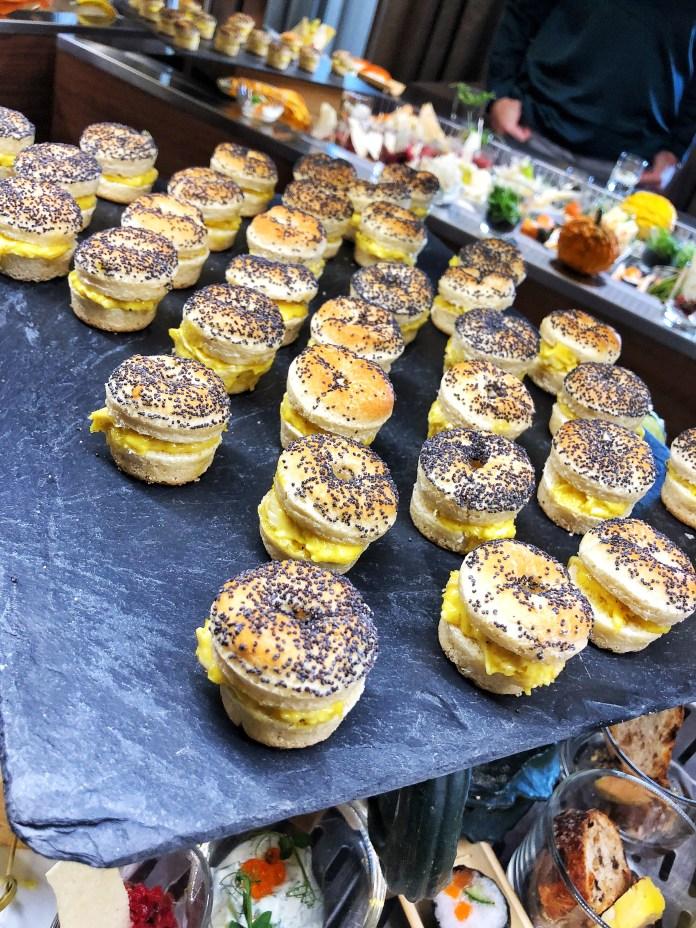 Brunch à l'hôtel Ermitage : Mini burger poulet curry