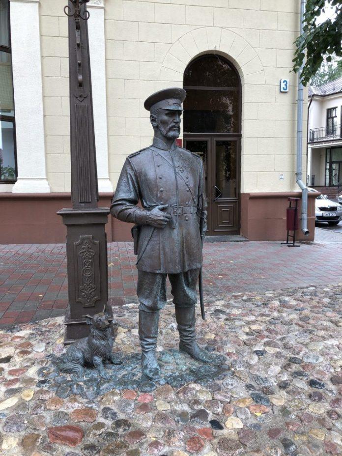 Minsk : Statue Gorodovoy