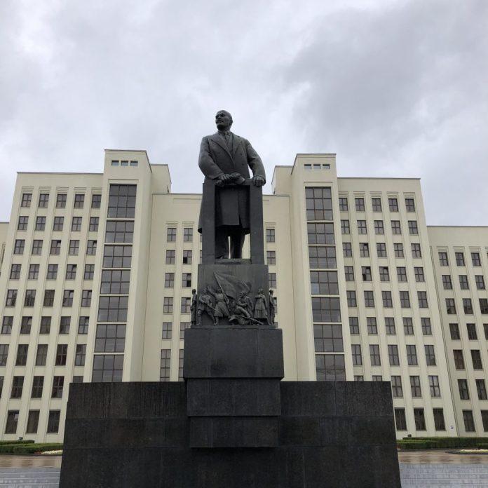 Minsk : Statue de Lénine sur la place de l'indépendance