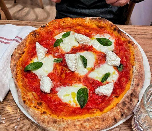 """Pizzeria Mucho à Barcelona, pizza """"Margherita Xevi Ramon"""""""