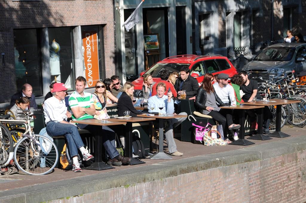 Café crowd