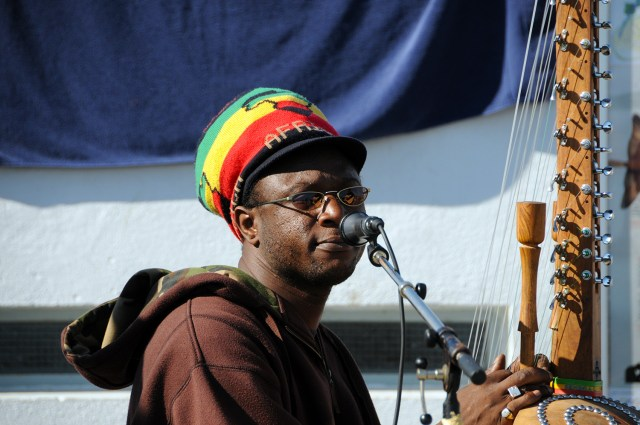 african musician at bains des paquis