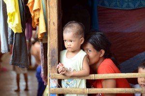 displaced mother and child in Zamboanga june 2014