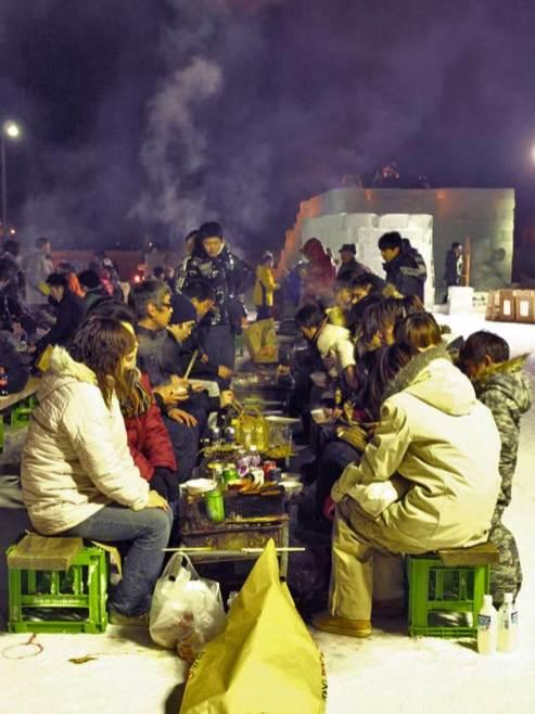紋別 流氷祭り 凍える屋外で焼肉