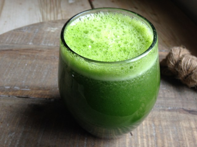 kale, cucumber, pineapple & ginger root juice