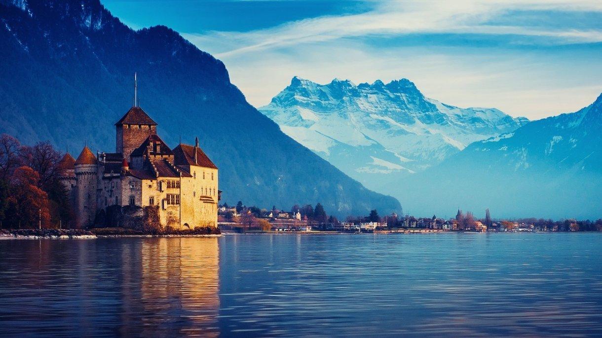 بحيرة جنيف من أشهر المقاصد السياحية في سويسرا