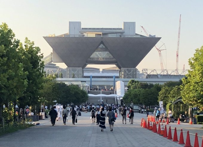 東京ビッグサイトのコミケの休憩でお茶や食事する場所は?喫煙席も!