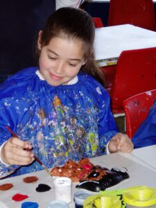 picture of kid painting as free summer activities for kids