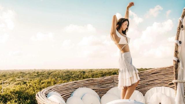 Julia Barretto wears a chic summer dress.