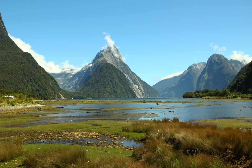 Vue d'un van aménagé, en road-trip en Nouvelle-Zélande