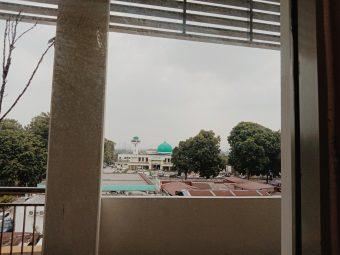Nun luar ada Masjid terdekat,,